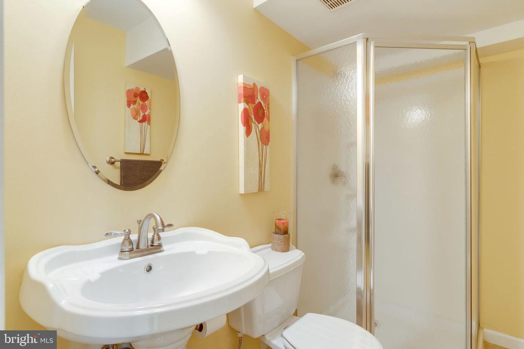 Lower Level Full Bath - 8111 RIDGE CREEK WAY, SPRINGFIELD