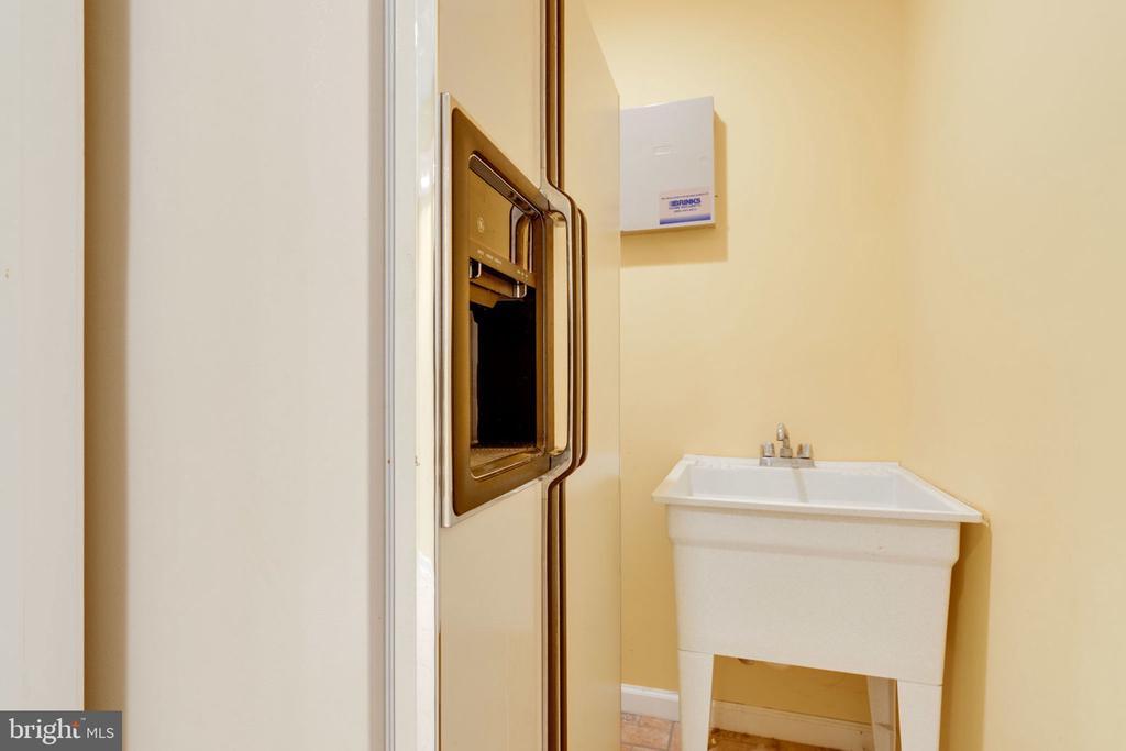 Lower Level Refrigerator and Utility Sink - 8111 RIDGE CREEK WAY, SPRINGFIELD