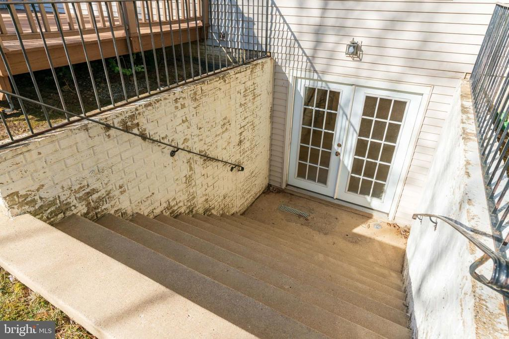 Walk Up Stairs w/Drain - 8111 RIDGE CREEK WAY, SPRINGFIELD