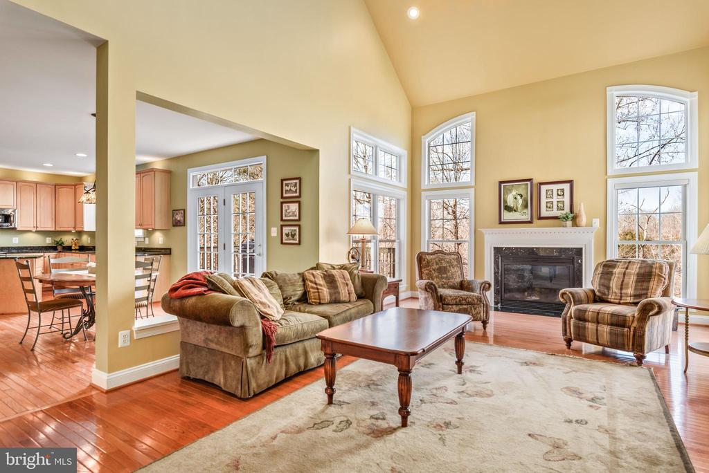 Soaring ceilings in the open family room - 19030 COTON FARM CT, LEESBURG