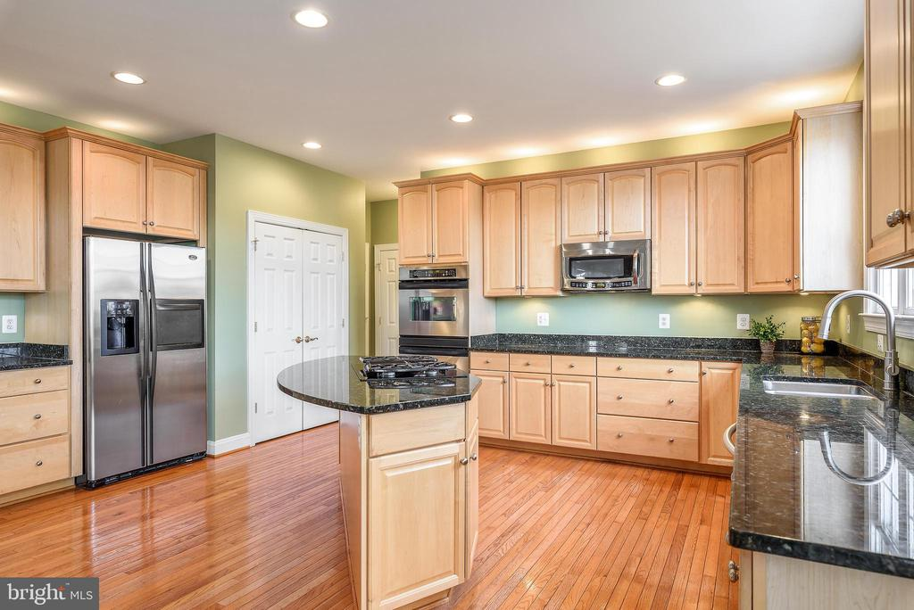 Loads of space for entertaining - 19030 COTON FARM CT, LEESBURG
