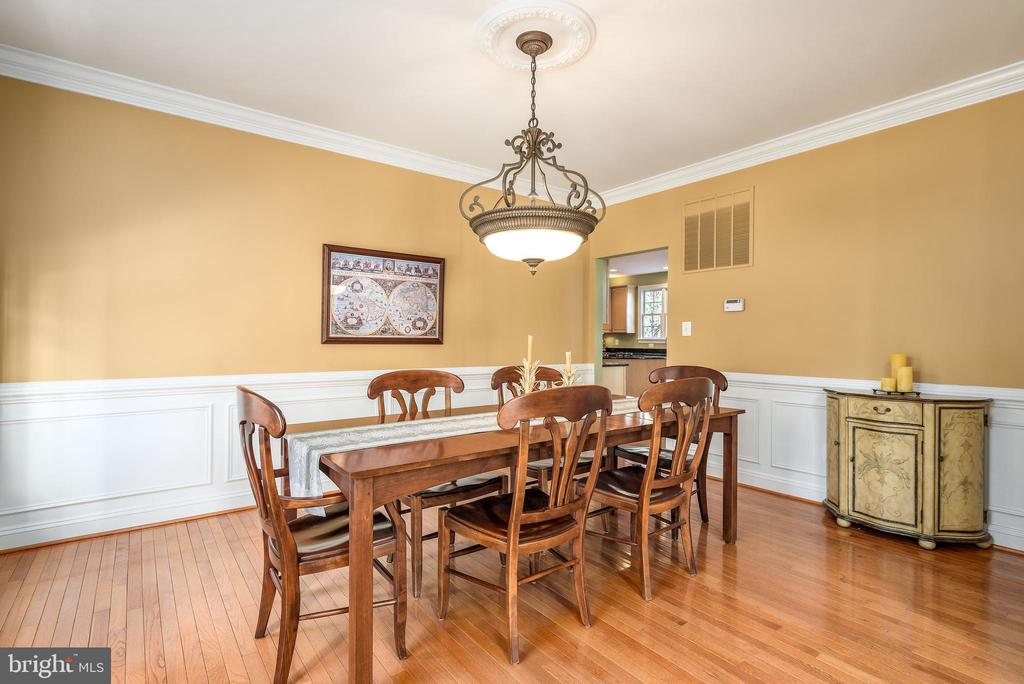 Large dining room easily fits a large table. - 19030 COTON FARM CT, LEESBURG
