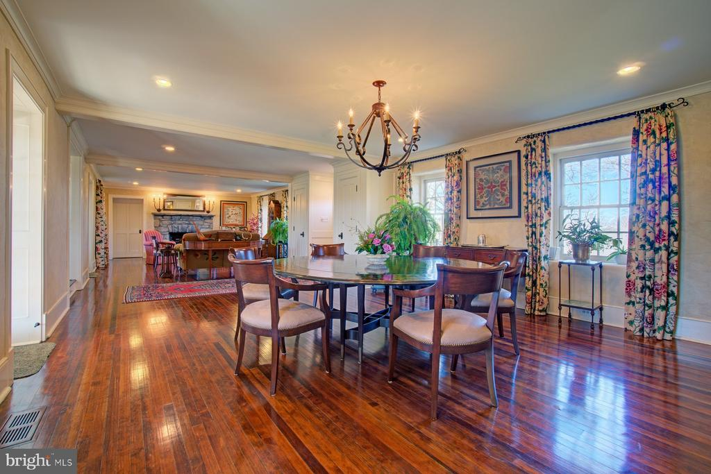 Dining room with hardwood floors - 22941 FOXCROFT RD, MIDDLEBURG
