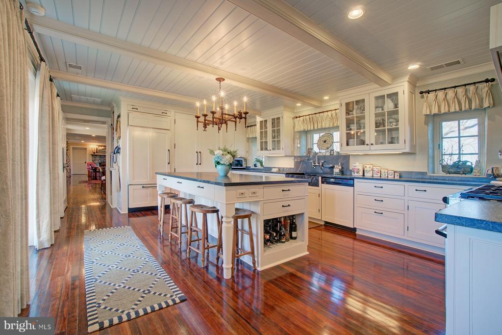 Gourmet kitchen with all modern conveniences - 22941 FOXCROFT RD, MIDDLEBURG