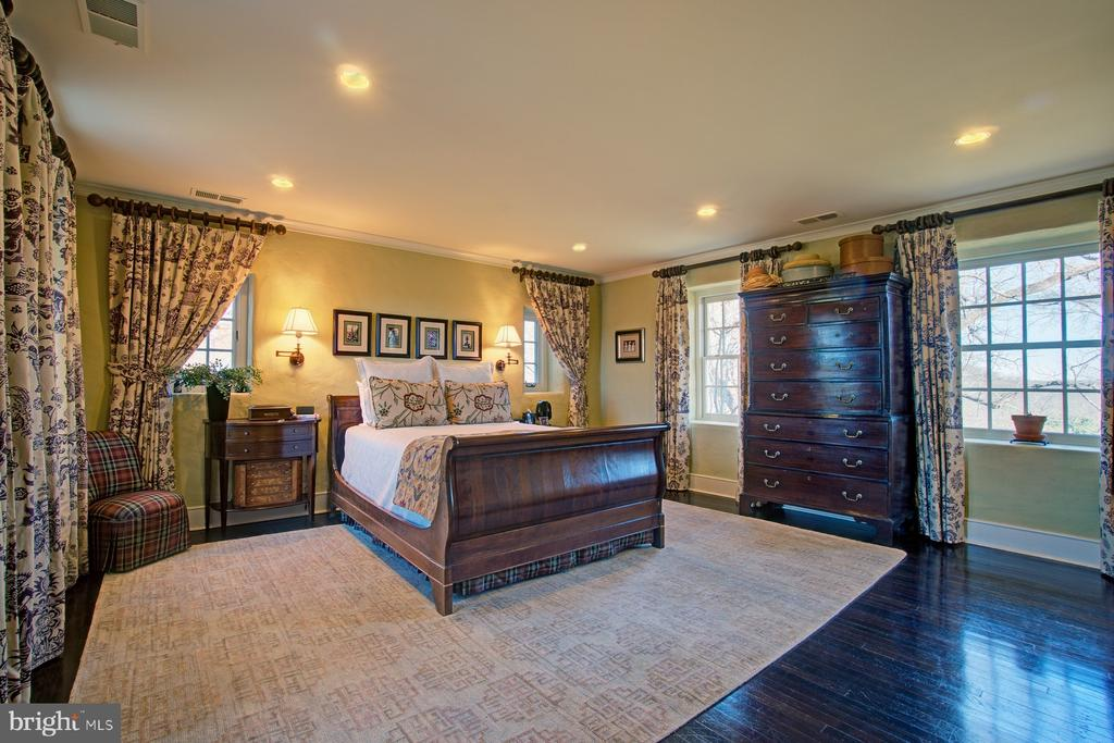 Master bedroom with magnificent views - 22941 FOXCROFT RD, MIDDLEBURG