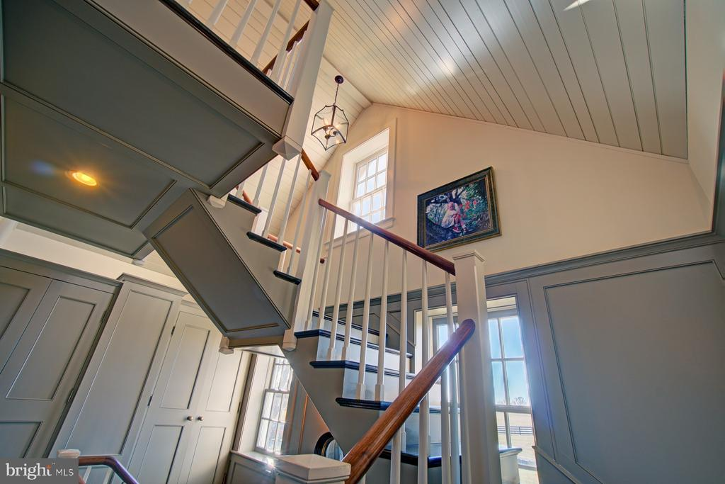 Main staircase with access to all three floors - 22941 FOXCROFT RD, MIDDLEBURG