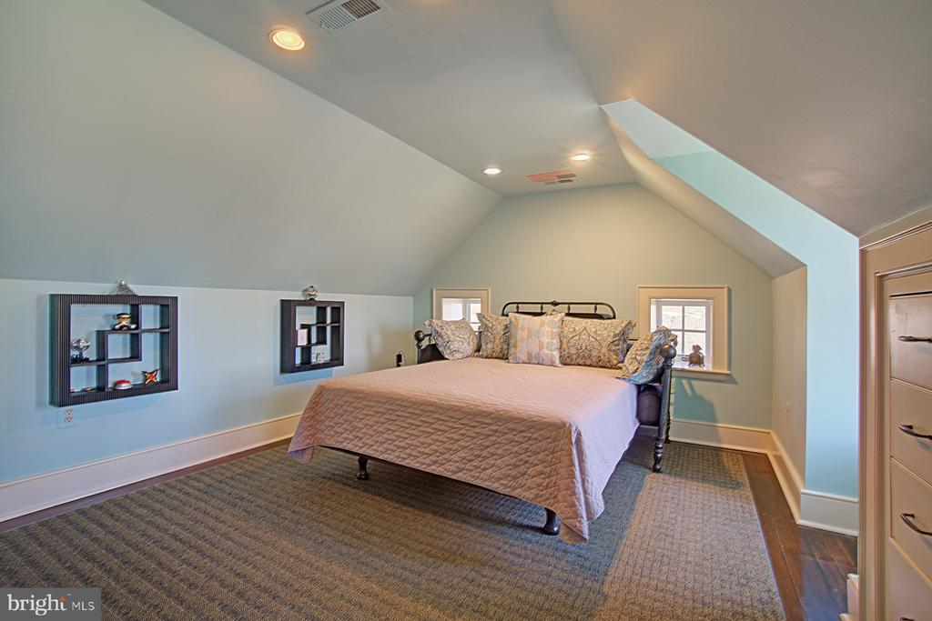 Third floor bedroom - 22941 FOXCROFT RD, MIDDLEBURG