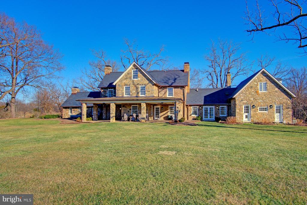 Rear view showcasing the fieldstone construction - 22941 FOXCROFT RD, MIDDLEBURG