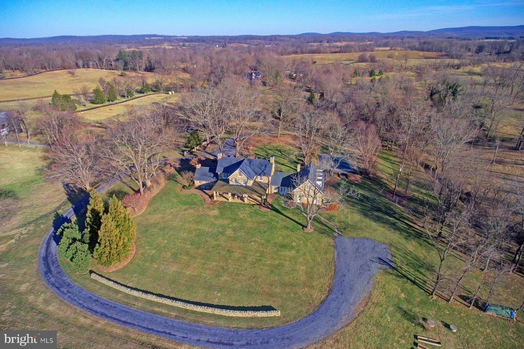 Beautiful views all around - 22941 FOXCROFT RD, MIDDLEBURG