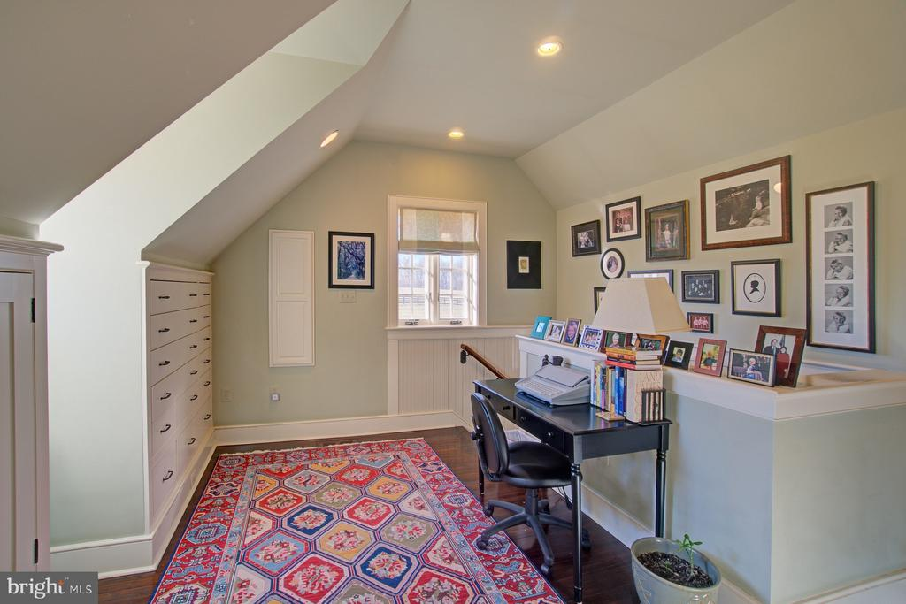 Office area with natural and recessed lights - 22941 FOXCROFT RD, MIDDLEBURG