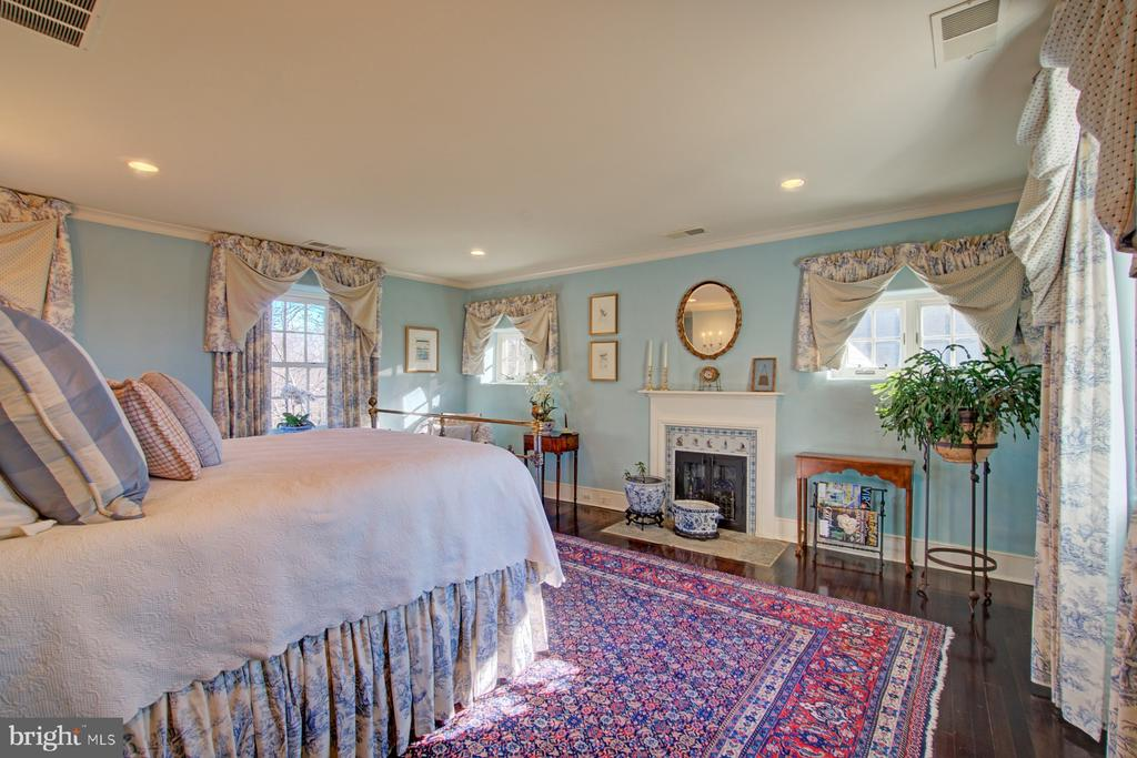 Guest room with magnificent views - 22941 FOXCROFT RD, MIDDLEBURG