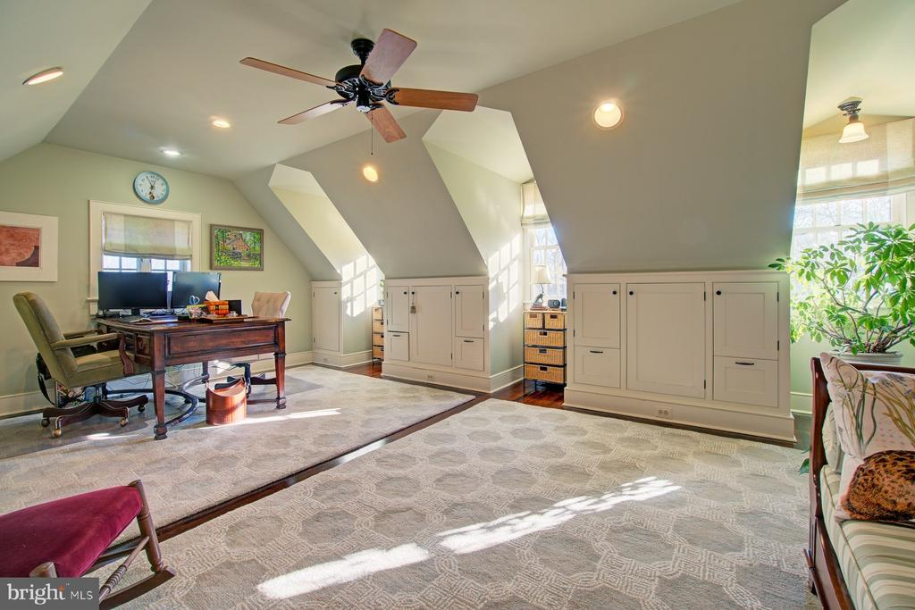 Ceiling fan and dormer windows - 22941 FOXCROFT RD, MIDDLEBURG