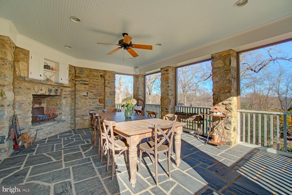 Screened in porch w/fireplace and grand views - 22941 FOXCROFT RD, MIDDLEBURG