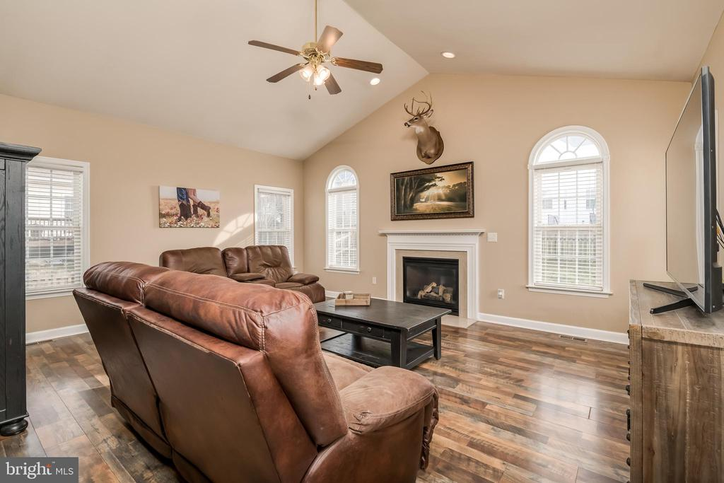 Family Room w/ Vaulted Ceilings & Gas Fireplace - 10405 ABERDEEN CT, FREDERICKSBURG