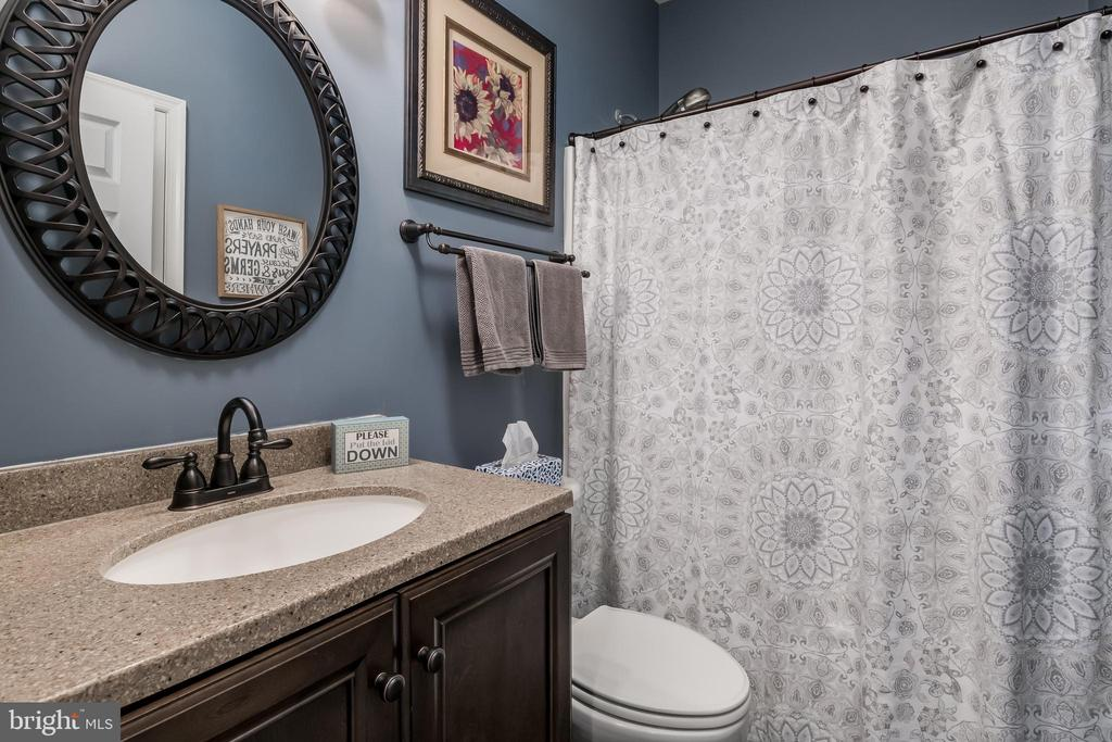 Main Level Full Bathroom - 10405 ABERDEEN CT, FREDERICKSBURG