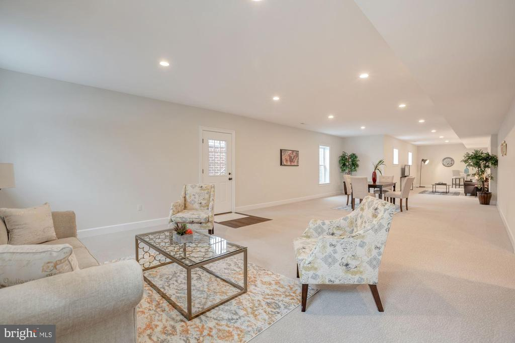 Tons of Space for Seating Areas - 10510 COBBS GROVE LN, FAIRFAX