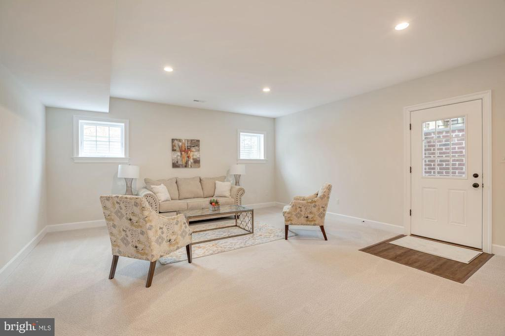 Walkup Basement - 10510 COBBS GROVE LN, FAIRFAX