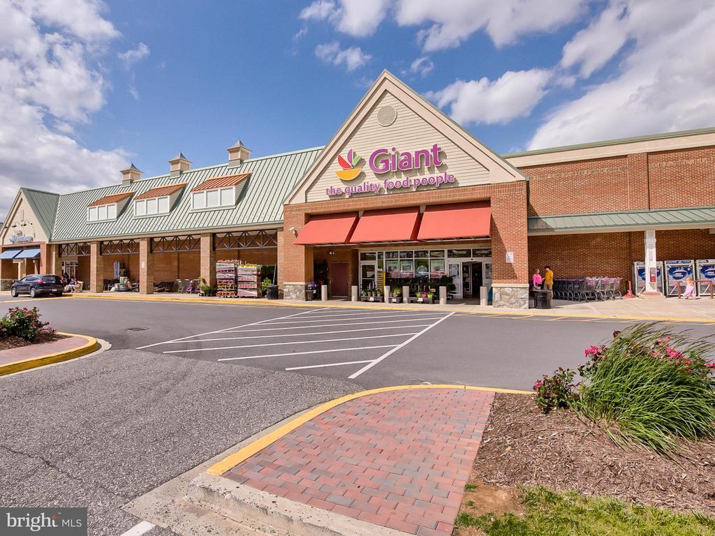 Neighborhood grocery store. - 9038 CLENDENIN WAY, FREDERICK