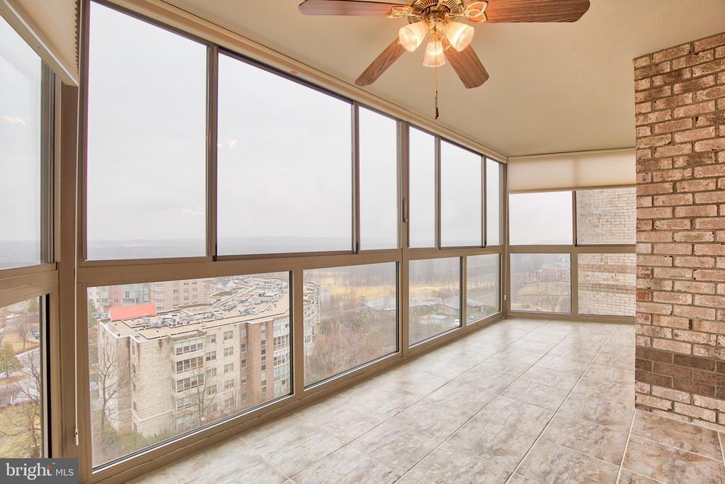 Enclosed balcony with views of the Potomac River - 19385 CYPRESS RIDGE TER #915, LEESBURG