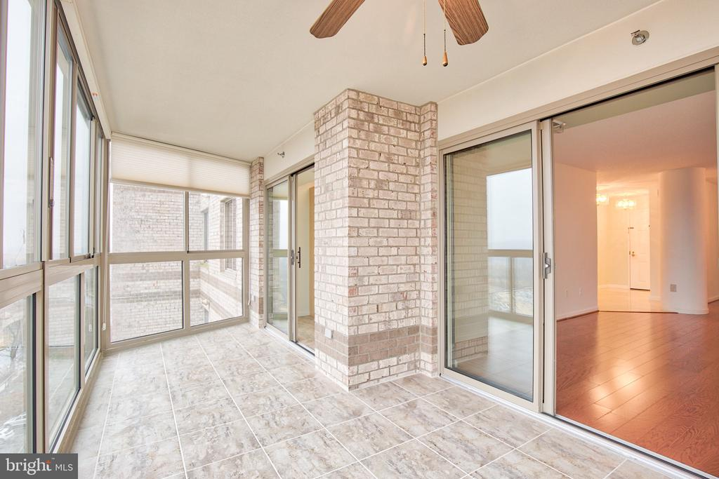 Updated tile and ceiling to floor windows - 19385 CYPRESS RIDGE TER #915, LEESBURG