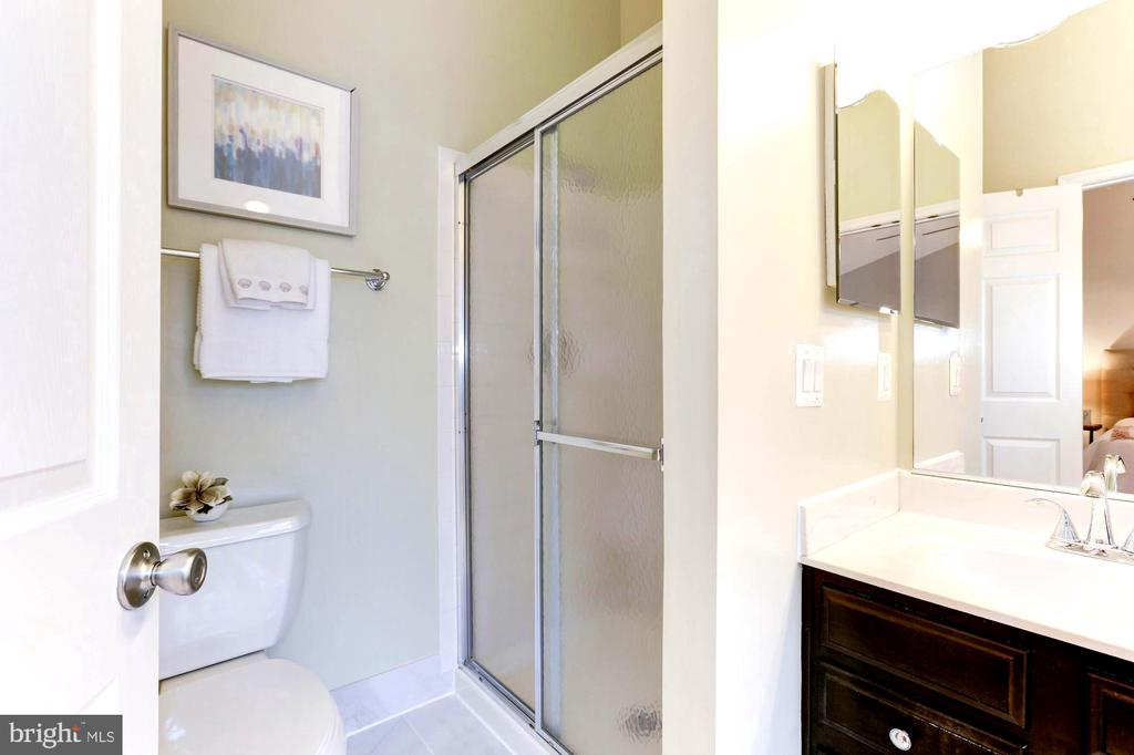 Private toilet and enclosed shower - 1460 PARK GARDEN LN, RESTON