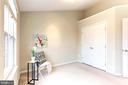 Bedroom features vaulted ceiling, custom closet - 1460 PARK GARDEN LN, RESTON