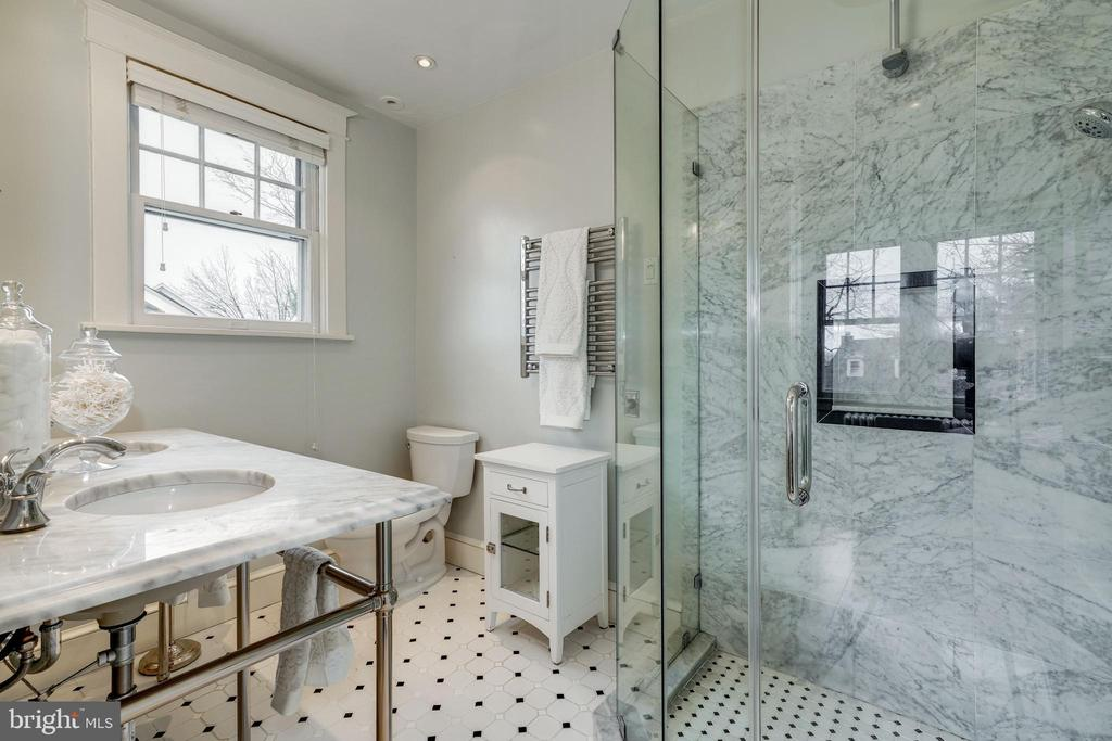 Carrera Marble Master bath with double vanity - 300 N VIEW TER, ALEXANDRIA