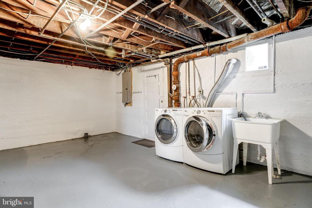 Washer/Dryer and storage - 300 N VIEW TER, ALEXANDRIA