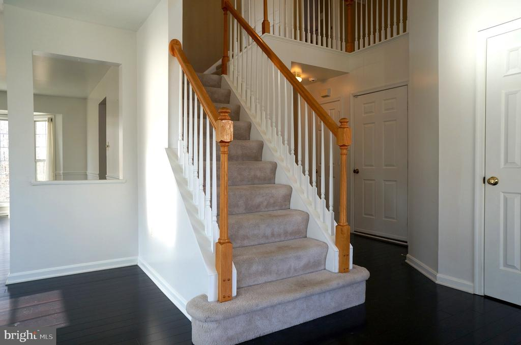 Stairs to Upper Level - 22 LAKESIDE DR, STAFFORD