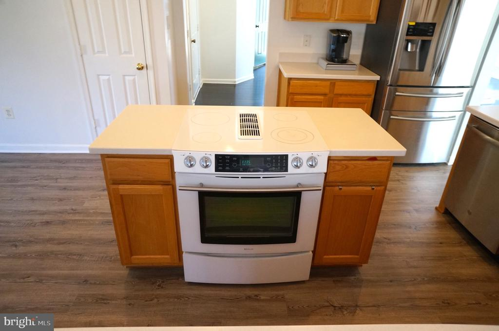 Jenn-Air Flat Surface Convection Stove w/Downdraft - 22 LAKESIDE DR, STAFFORD