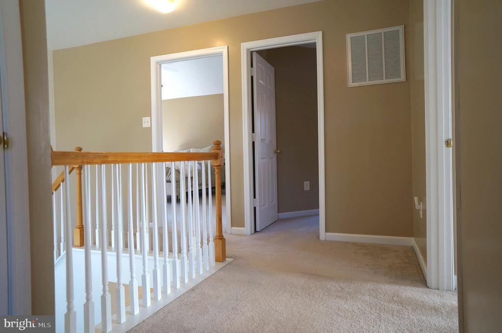 Upper Level Hallway - 22 LAKESIDE DR, STAFFORD