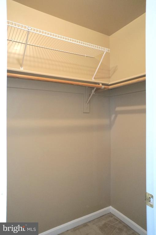 Owner's 2 Walk-in Closets, each (7'x4') - 22 LAKESIDE DR, STAFFORD