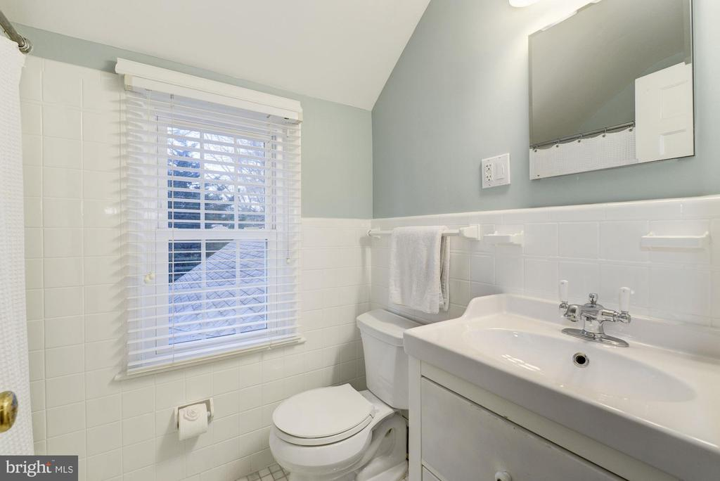 Updated hall bath - 5913 WELBORN DR, BETHESDA