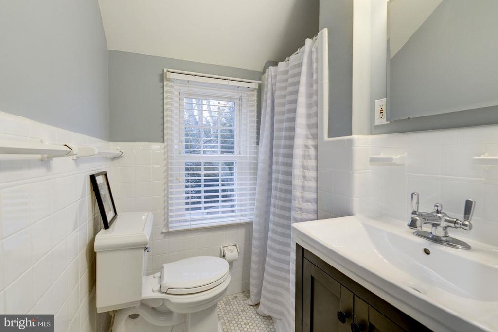 Updated master bath - 5913 WELBORN DR, BETHESDA
