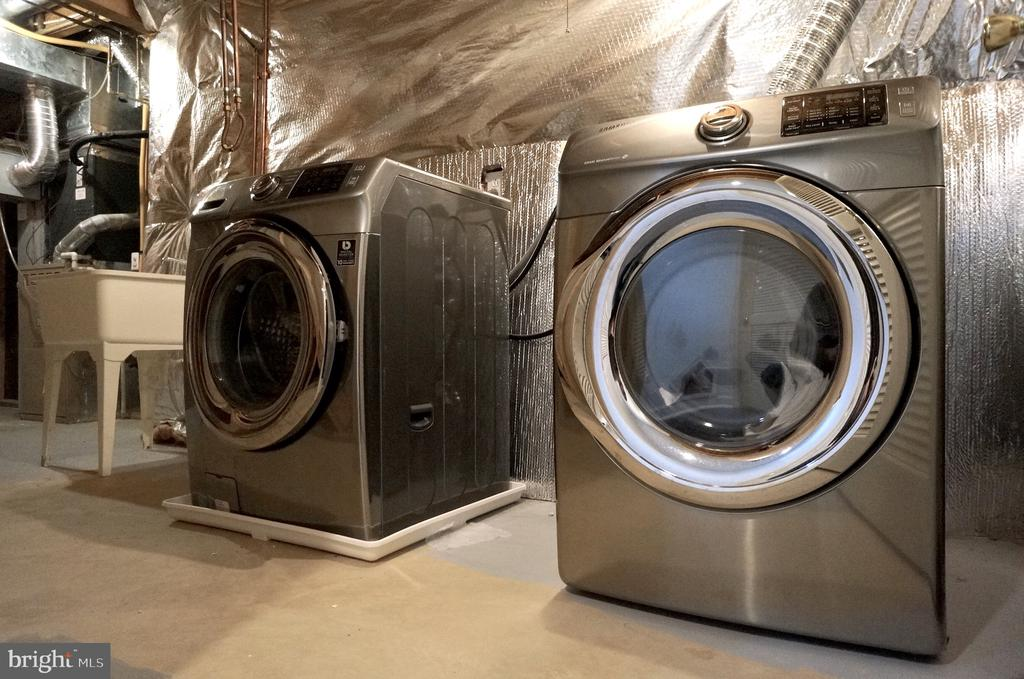 Laundry Room - Samsung HE Washer & Dryer Convey - 22 LAKESIDE DR, STAFFORD