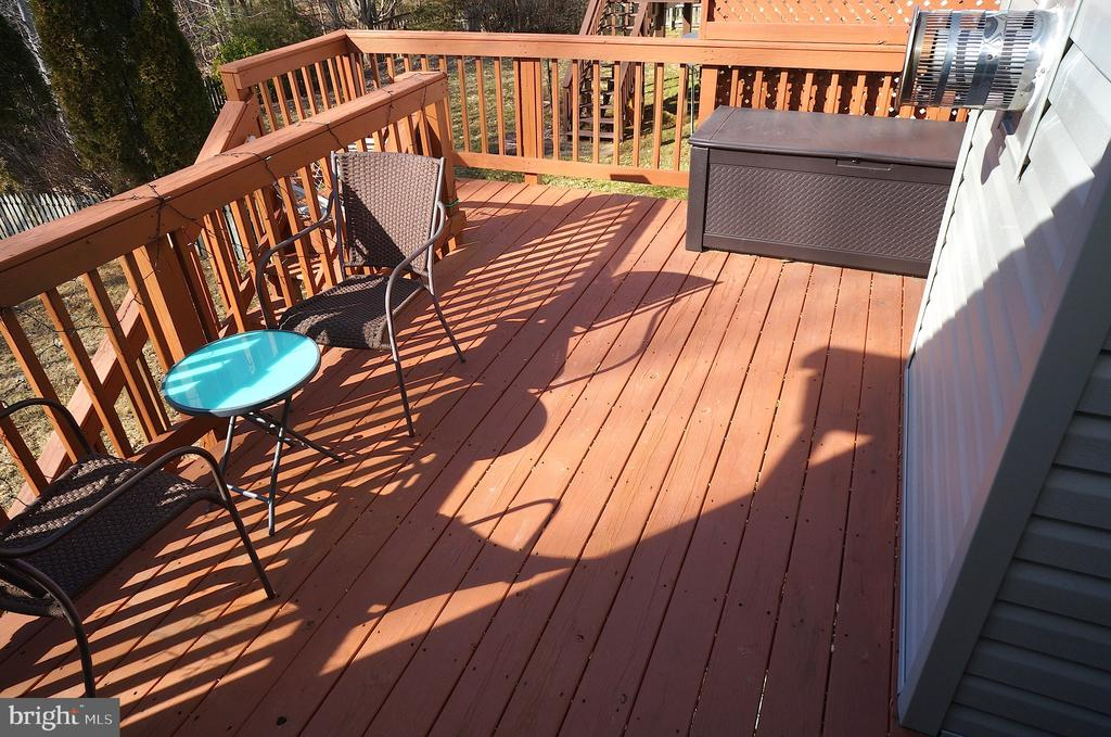 Rear Deck (16'x15') -Recently Stained & Sealed - 22 LAKESIDE DR, STAFFORD