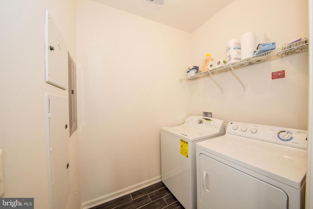 Spacious Laundry Room In The Condo - 43145 SUNDERLAND TER #306, BROADLANDS
