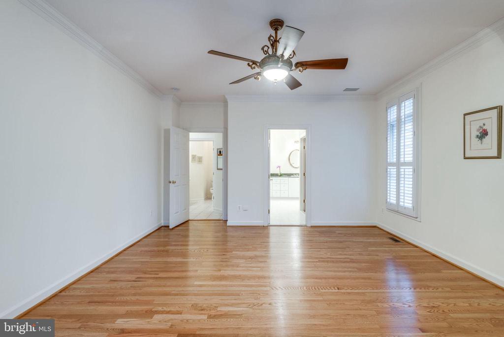 Hardwood floors through Master Bedroom - 18403 KINGSMILL ST, LEESBURG