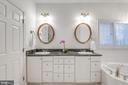 Double sink vanity with lots of drawers - 18403 KINGSMILL ST, LEESBURG