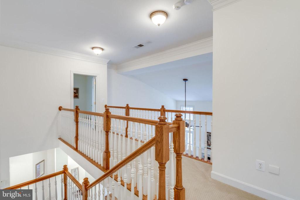 Upper level hallway - 18403 KINGSMILL ST, LEESBURG