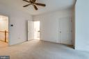 Guest bedroom with private bath - 18403 KINGSMILL ST, LEESBURG