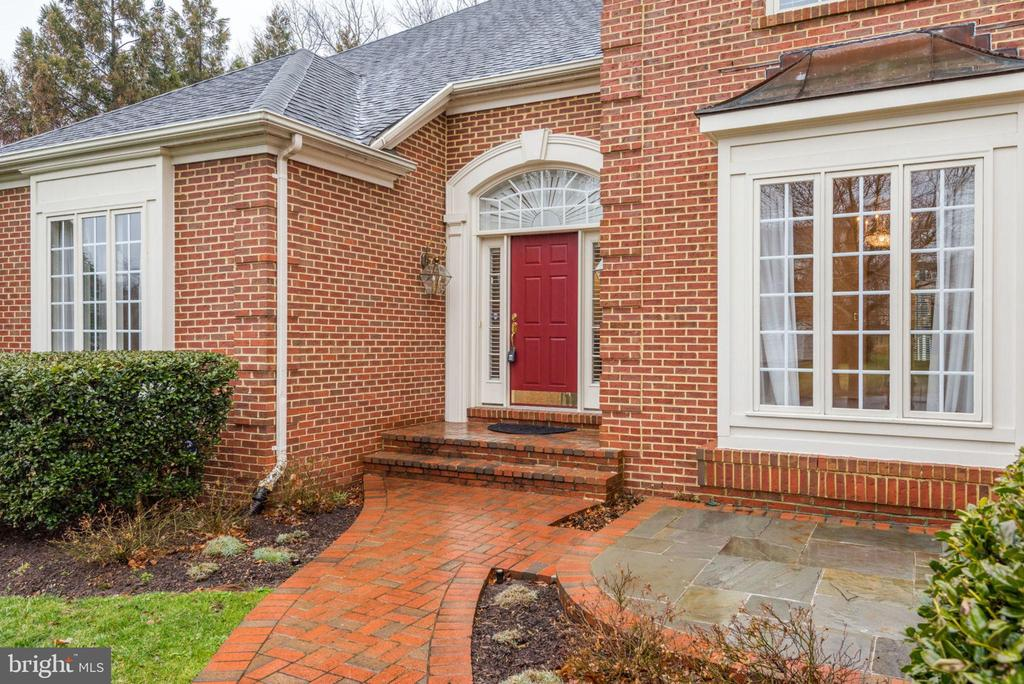 To the side of the walkway is a beautiful patio - 18403 KINGSMILL ST, LEESBURG