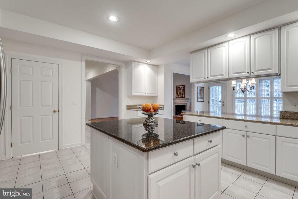 Easy to clean tile floors - 18403 KINGSMILL ST, LEESBURG
