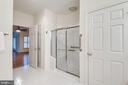 Private water closet and large shower with seat - 18403 KINGSMILL ST, LEESBURG