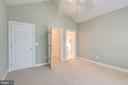 Front bedroom with ceiling fan - 18403 KINGSMILL ST, LEESBURG