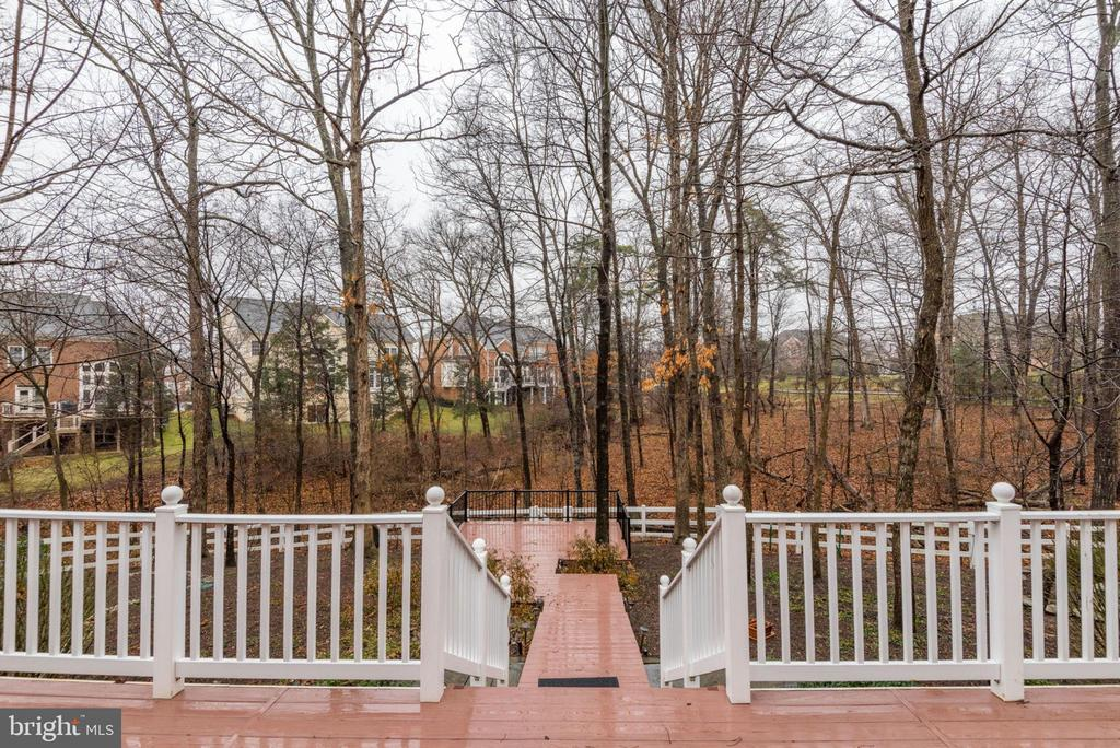 Access to backyard and lower level patios and deck - 18403 KINGSMILL ST, LEESBURG
