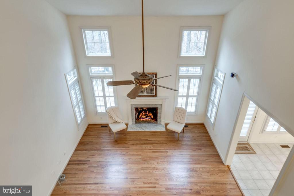 View from upper level hallway of the family room - 18403 KINGSMILL ST, LEESBURG