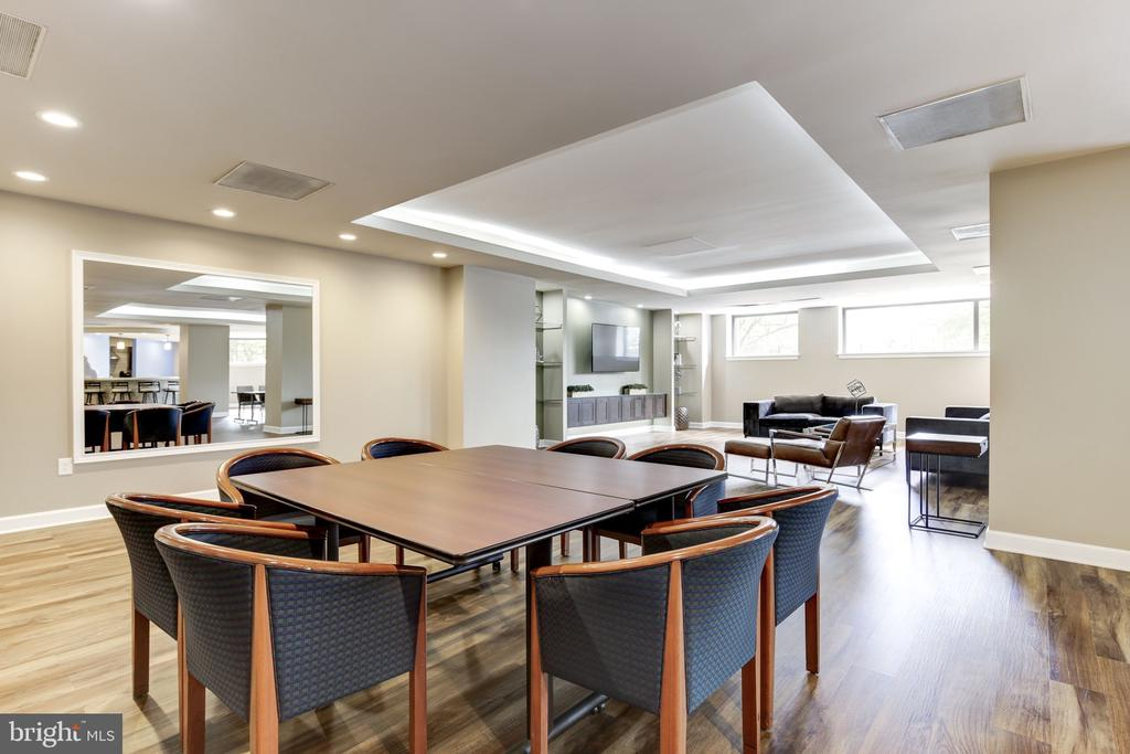 Ample Social area with Full Kitchen - 2111 WISCONSIN AVE NW #205, WASHINGTON
