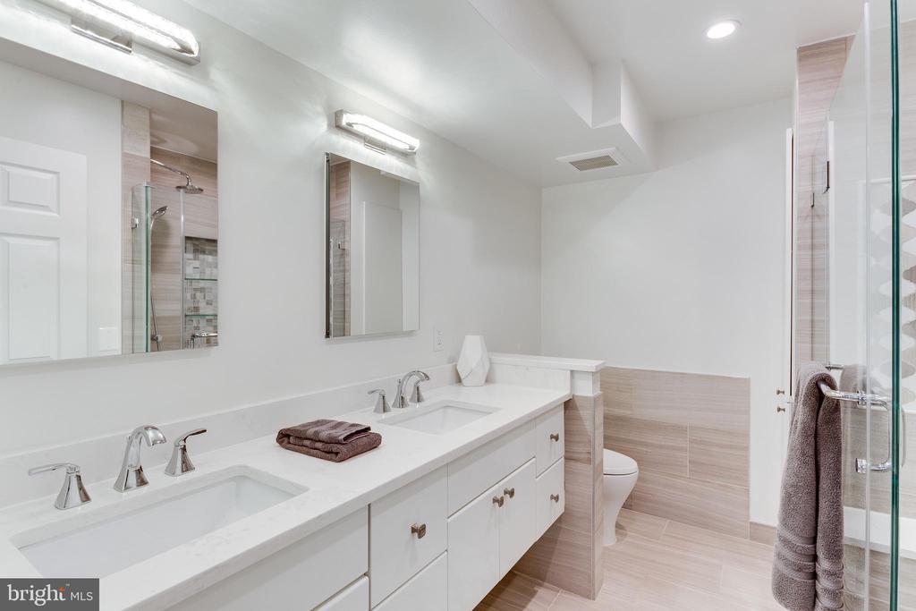 Luxury master bath with double sinks/heated floors - 703 POTOMAC ST, ALEXANDRIA