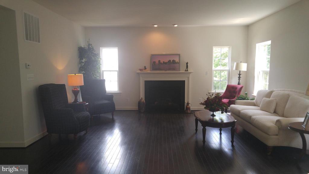 great room - 9848 MAGLEDT, PARKVILLE